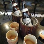 Edotoukyoukoiwasougyoushouwajuuichinengyouzanoshinisechuukaryourieiraku - セットのビールはクーラーに入れて提供