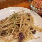 エイケイコーナー - パックンガイは、砂肝ともやしのタイの味噌炒め(^^♪ ビールに最高