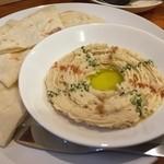 エイケイコーナー - イスラエル料理!!ホンモス&ピタパンはひよこ豆のペーストを、中東のパンで!