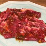 食道園 - 赤味噌ホルモン盛り合わせ¥1,680/人(40gだそうです。)
