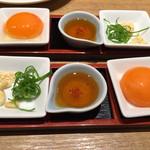 食道園 - ユッケ用薬味。卵黄が弾けそう。松の実最高!