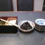 Maguroryourikibun - テーブルに置いてある箸休め。