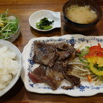 鉄板焼 屯 - 切り落としステーキ肉の焼肉定食