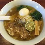 りょう花 - 鶏塩味玉(810円)              細麺、鶏油?でやや濃厚       2015.4
