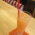 ハンバーグカフェVeggy - 後輩君はグレープフルーツジュース