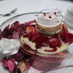 リストランテ ウミリア - 恋する天使:バラをモチーフにしたデザート