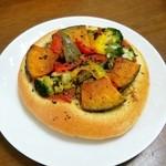 ベーカリー ソルト - 野菜が美味しく食べれる野菜のフォカッチャ
