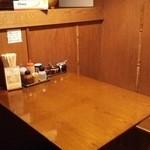 麺や天鳳 中板橋店 - 奥のテーブル席