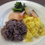 36845764 - 朝食はこの後マラソンを控えてたんで私にしてはやや少な目の朝食です。