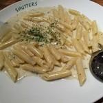 SHUTTERS - ゴルゴンゾーラとクリームチーズのペンネ