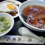 春孝苑  - ワンタンと半黒炒飯