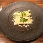 36852106 - フランス産ホワイトアスパラガスのトリュフ風味マヨネーズ和え¥1800