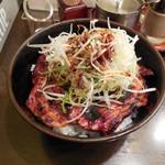 帯広亭 - ...「豚丼・大(740円)+細切りネギ(75円)」、豚丼は何かトッピングした方が美味い。。