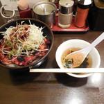 帯広亭 - ...「豚丼・大(740円)+細切りネギ(75円)」、豚丼はアレンジ推奨!