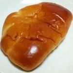どんぐり - たっぷりクリームパン(151円)
