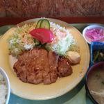 コブタ - 和風おろし豚カツ ご飯・味噌汁・小鉢・おしんこ付き \864(税込み価格)