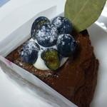 カフェプラスケーキ ククー - 木苺入り2層のチョコレートケーキ@350