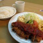 洋食の店 ジューシィ - 料理写真:豚ロースカツ定食(スープ・サラダ・食後のコーヒーorデザート付き)843円(税抜き)でライス大盛りライス大盛り47円(税抜き)