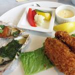 オイスタールーム 梅田ハービスエント店 - グリルオイスターセット1480円。                             焼き牡蠣とカキフライのセットです。