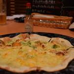 蒔e莉 - 4種類のチーズたっぷりピザハーフ¥780とサーモンとアボガドのマヨピザハーフ¥780