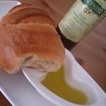 36859607 - ハードパンに見えてふわふわしっとりパン。美味しくて感動