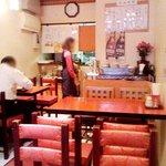 紅福 - 「紅色」が基調の店内。