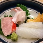 まき川 - 料理写真:平目、金目鯛、イカ、青柳の刺身盛り合わせ