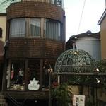 エ モトマチ - 1階がお食事処、2階が京都の雑貨、3階がフランスの雑貨、という、なかなか面白いつくりのお店です。