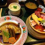 36867066 - 上ちらし和定食                       本日の煮魚