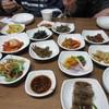 두부마을 - 料理写真:事前に予約してあったんで席に着くとすぐに韓定食の小鉢たちが次々と並べられました、こうなったら見事としか言えませんね。