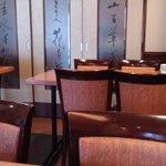 Yokohamachuukagaikeichinrou - 奥に広間があるようです。