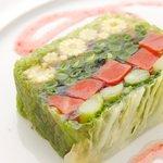 トラットリア アルテフィーチェ 銀座 - 春野菜のテリーヌ フランボワーズのソース