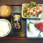 山ちゃん亭 - 「刺身と豚カリカリポン酢定食」850円