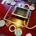 龍園 - 昔ながらのガスコンロのあるテーブル席