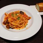 ムラン ゴッツォ カフェ - 玉ねぎとベーコンのトマトソーススパゲティー