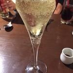 36874045 - グラススパークリングワイン