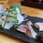 36877071 - 地魚の盛り合せ(この日は4種が盛り合せ/醤油もいいけど岩塩でも)