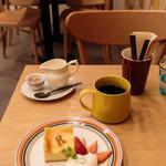 リコプラス - チーズケーキ コーヒー