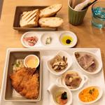 リコプラス - 彩鶏フィレ肉のコルドンブルー(ベーコン.チーズ挟揚げ)