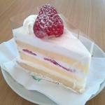 パティスリー ケセラセラ - 超定番、苺のショートケーキ。間違い無しの美味しさです