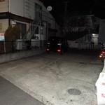36878773 - 「武蔵家 三鷹店」店舗横にある専用駐車場。