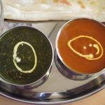 インド・ネパール料理 ヒマラヤ - 左サグキーマ,右シーフード
