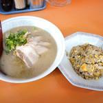 夜仲そば - チャーシュー麺と半チャーハン