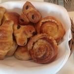 ホテル ラ・スイート神戸ハーバーランド - 朝食のパン9種類