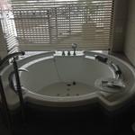 ホテル ラ・スイート神戸ハーバーランド - 室内のジャグジー