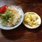 36881267 - サラダと漬物