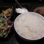 Ippinhinabe - ・小火鍋Bセット 980円(税抜き) 飯と惣菜