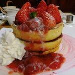 36882597 - いちごのビッグマウンテンパンケーキ