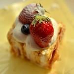 F - 料理写真:いちごのミルフィーユ