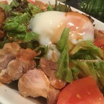 四季菜・炭火Dining 樂 - 鶏と玉子の辛いサラダ